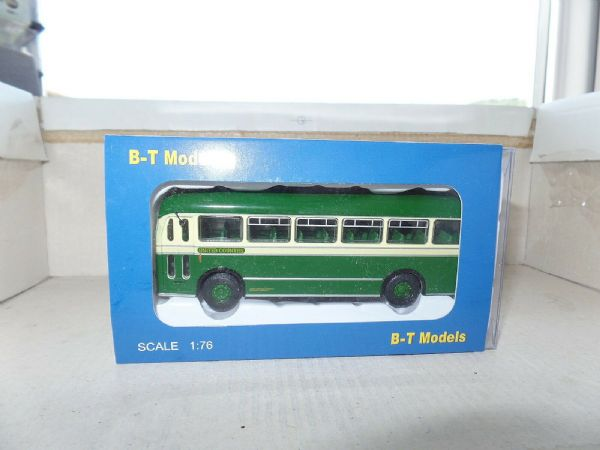 B T Models B206A 1/76 OO Bristol MW Single Deck Bus United Counties X1 London